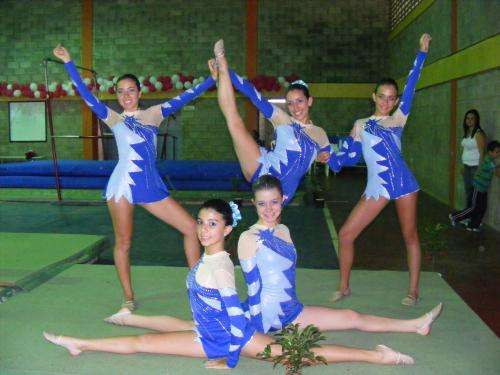 Ni as gimnasia images for Clases de gimnasia