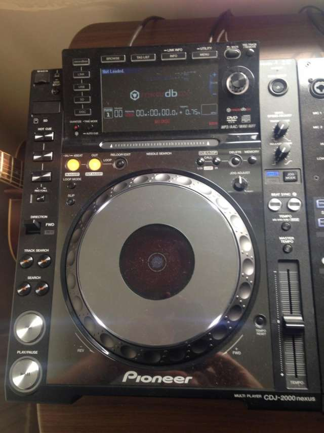 Pioneer cdj 2000 nexus for just $1000usd