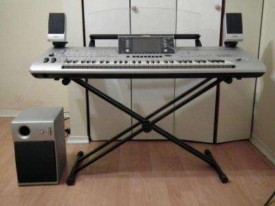 Yamaha tyros 5 73 key arranger workstation keyboard w stand speakers