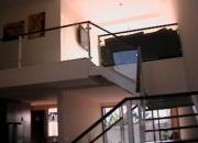 Casa estilo minimalista con acabados de lujo