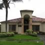 10-327 Lujosa casa en alquiler en exclusivo condominio en Santa Ana