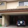 10-162 Casa en Venta en Condominio en Santa Ana
