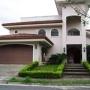 10-438 La propiedad que usted merece. Hermosa casa en venta en Santa Ana