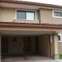10-252 Venta de hermosa casa en condominio en Santa Ana