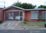 Vendo linda casa en urbanizacion lomas de curridabat