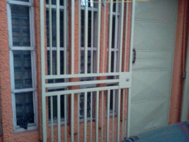 Alquilo habitacion muy comoda y segura y confortable con entrada independiente