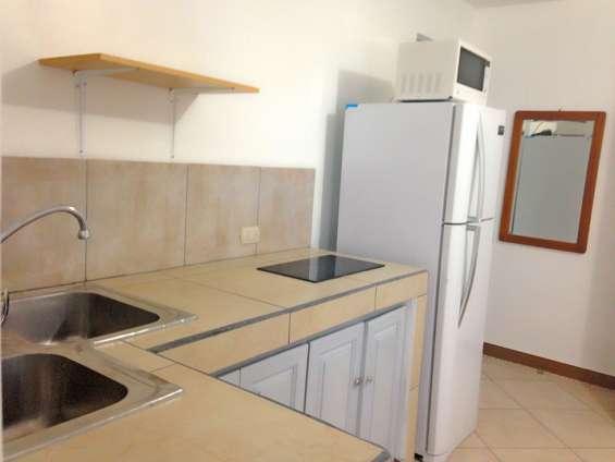 Comoda cocina dentro de apartamento studio