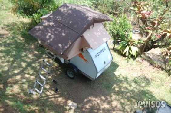 Remolque camper con tienda de techo