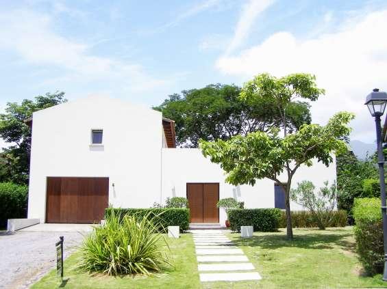En venta casa contemporánea río oro santa ana 460 m2 en elegante condominio