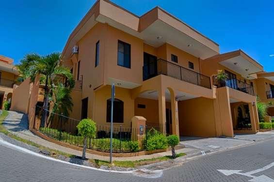 Alquiler de casa en condominio la ribera de belén heredia #043