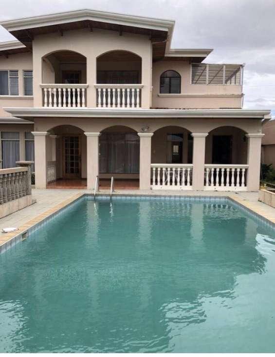 Bella y amplia casa con piscina en san pablo heredia
