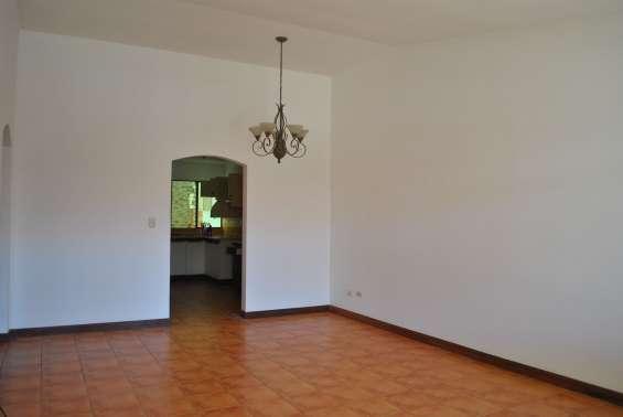 Citymax vende excelente casa en condominio en san pablo heredia.