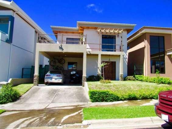 Alquiler casa con línea blanca en condominio tierras del café heredia #061