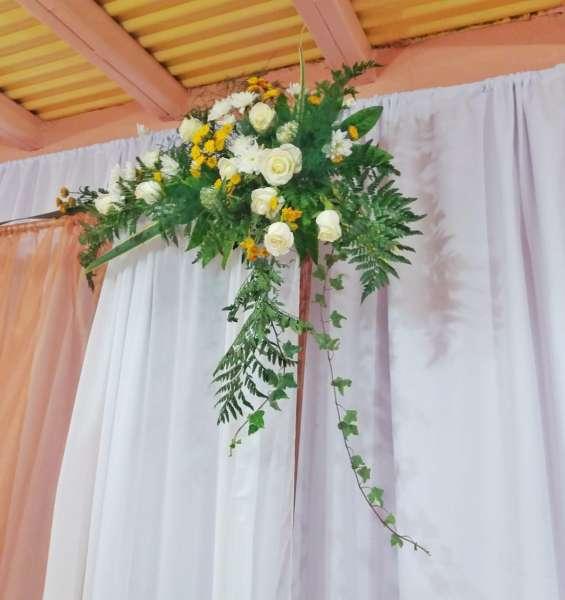Servicios de decoración floral bodas, aniversarios, quince años, bautizos, entre otros.