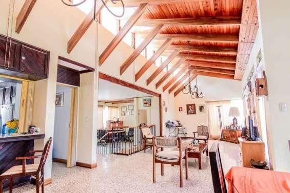Se vende hermosa propiedad con 2 casas en santa ana centro, san josè.
