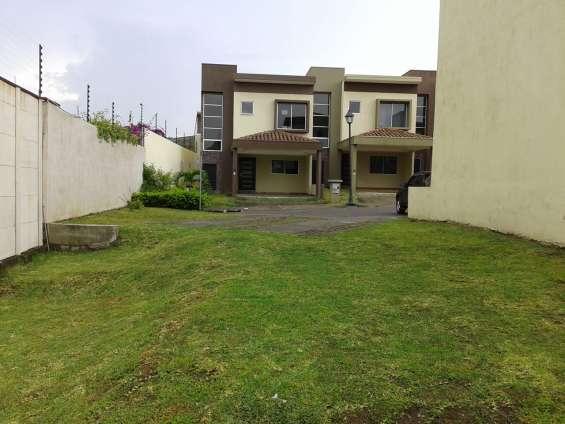 Vendo bella casa nueva condominio heredia