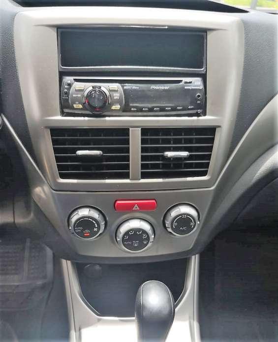 Radio con cd y auxiliar