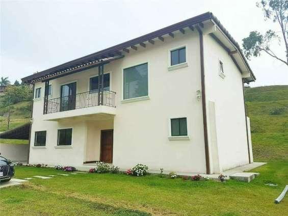 Se vende casa en residencial (1008)