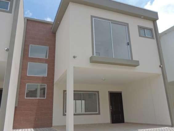 Venta de casa nueva en pequeño condominio (1056)