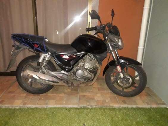 Vendo moto en 400