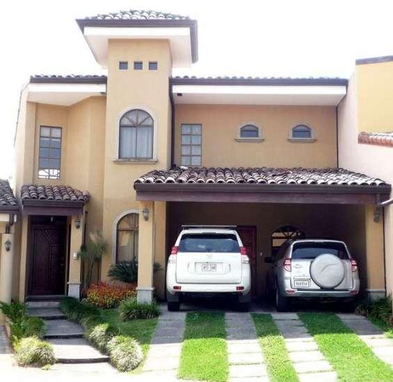 Casa en condominio en curridabat (condominio lomas de granadilla)