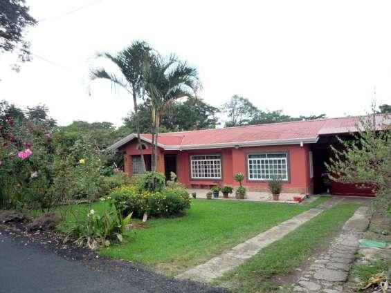 Se vende casa amplia en río azul centro (cerca de la iglesia católica)