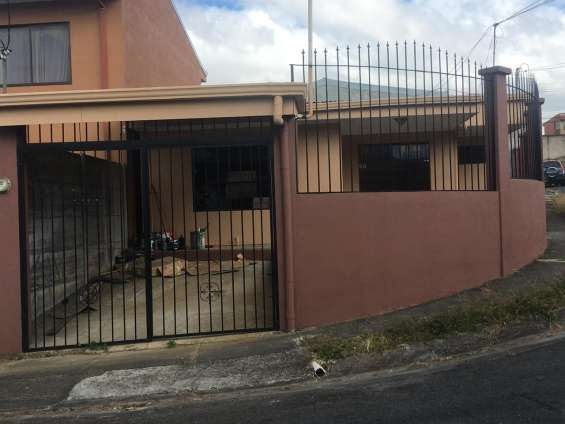 Se alquila casa en villas ayarco